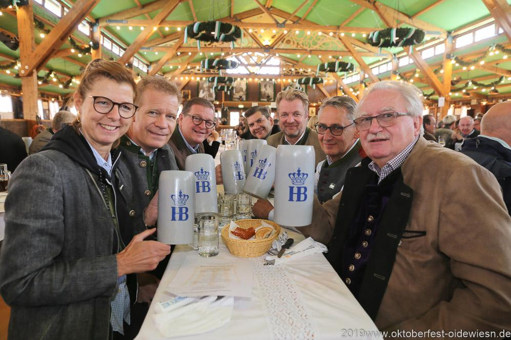 Gerdi Reichert, Andreas Steinfatt, Bernhard Klier (re. Seite),  Josef Able und Manfred Newrzella (linke Seite), Oktoberfest Presserundgang über die Theresienwiese in München  2019