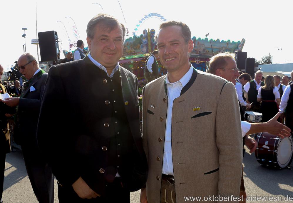 Loenz Stiftl und Peter Inselkammer (re.), Wiesn Platzkonzert mit allen Wiesnkapellen unter der Bavaria am Oktoberfest in München 2018