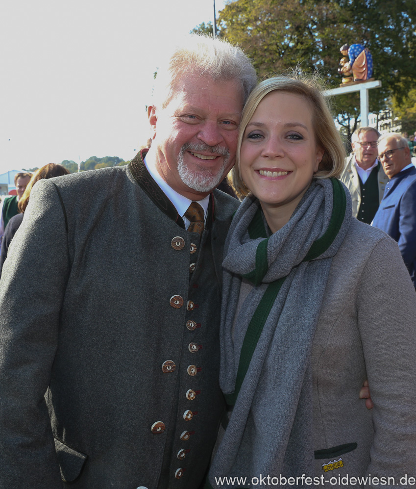 Georg und Renate Heide, Wiesn Platzkonzert mit allen Wiesnkapellen unter der Bavaria am Oktoberfest in München 2018