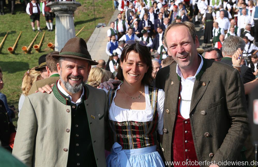 Peter Lignau (re.), Wiesn Platzkonzert mit allen Wiesnkapellen unter der Bavaria am Oktoberfest in München 2018