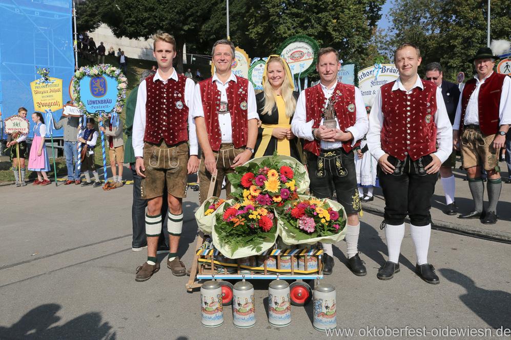 Wiesn Platzkonzert mit allen Wiesnkapellen unter der Bavaria am Oktoberfest in München 2018