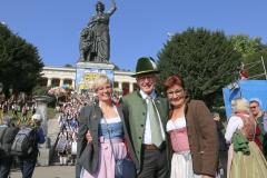 Petra Winklhofer, Toni und Christine Winklhofer (von re. nach li.), Wiesn Platzkonzert mit allen Wiesnkapellen unter der Bavaria am Oktoberfest in München 2018
