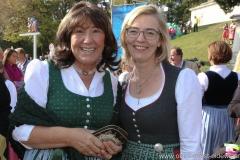 Petra Reiter (li.) und Antje Schneider (re.), Wiesn Platzkonzert mit allen Wiesnkapellen unter der Bavaria am Oktoberfest in München 2018