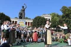 Gigi Pfundmair, Wiesn Platzkonzert mit allen Wiesnkapellen unter der Bavaria am Oktoberfest in München 2018