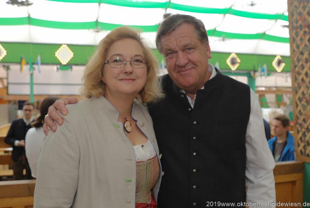 Yvonne Heckl und Norbert Lange, Präsentation Wiesnkrug im Armbrustschützenzelt auf der Theresienwiese in München 2019