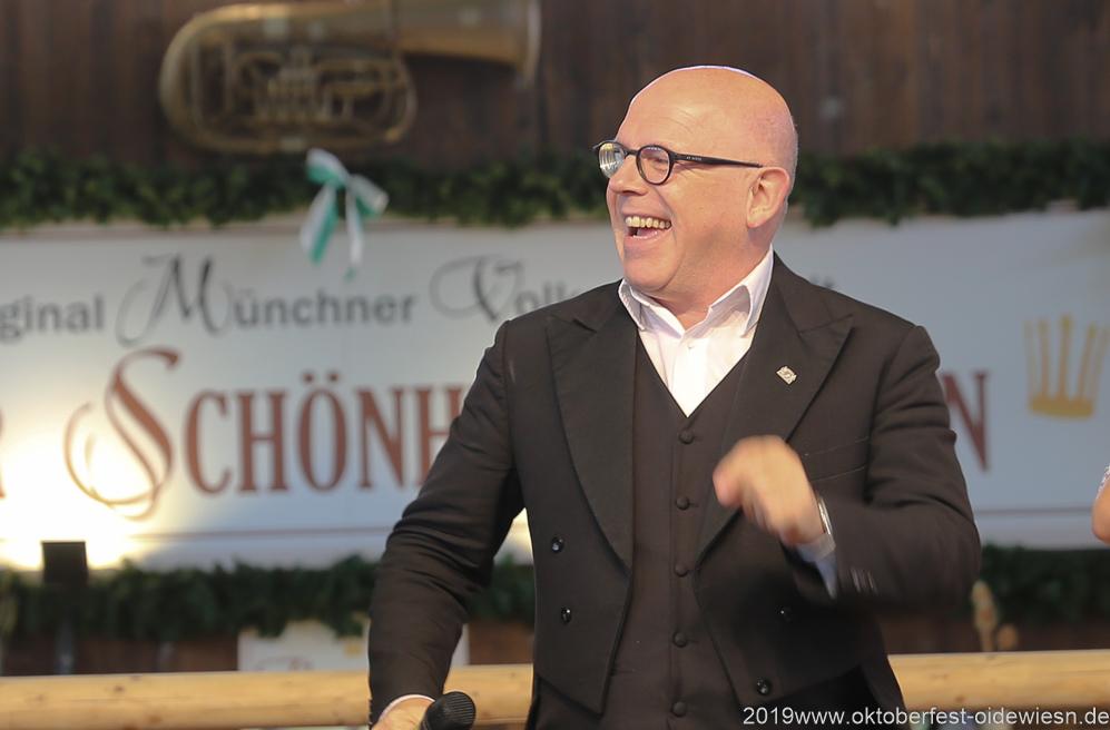 Jürgen Kirner, Tag  10 im Volkssängerzelt zur Schönheitskönigin auf der Oidn Wiesn in München 2019