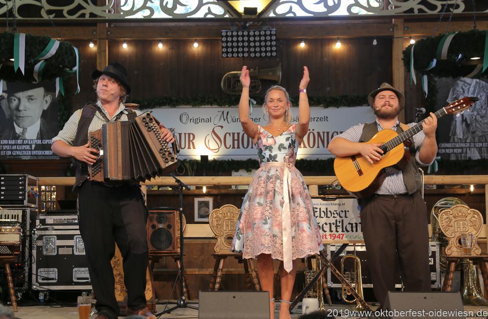 Tom und Basti, Tag  10 im Volkssängerzelt zur Schönheitskönigin auf der Oidn Wiesn in München 2019
