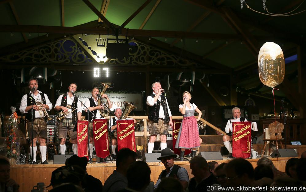 Tanngrindler Musikanten, Tag  10 im Volkssängerzelt zur Schönheitskönigin auf der Oidn Wiesn in München 2019