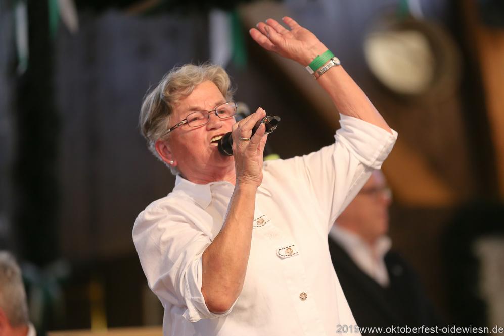 Elisabeth Ebermayer, Tag 11  im Volkssängerzelt zur Schönheitskönigin auf der Oidn Wiesn in München 2019
