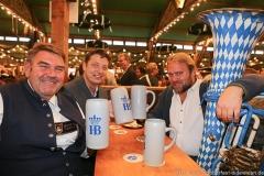Peter Rappenglück, Michael Sperger, Tubaprofessor Andreas Martin Hofmeir (von li. nach re.), Tag  14 in Volkssängerzelt zur Schönheitskönigin auf der Oidn Wiesn in München 2019