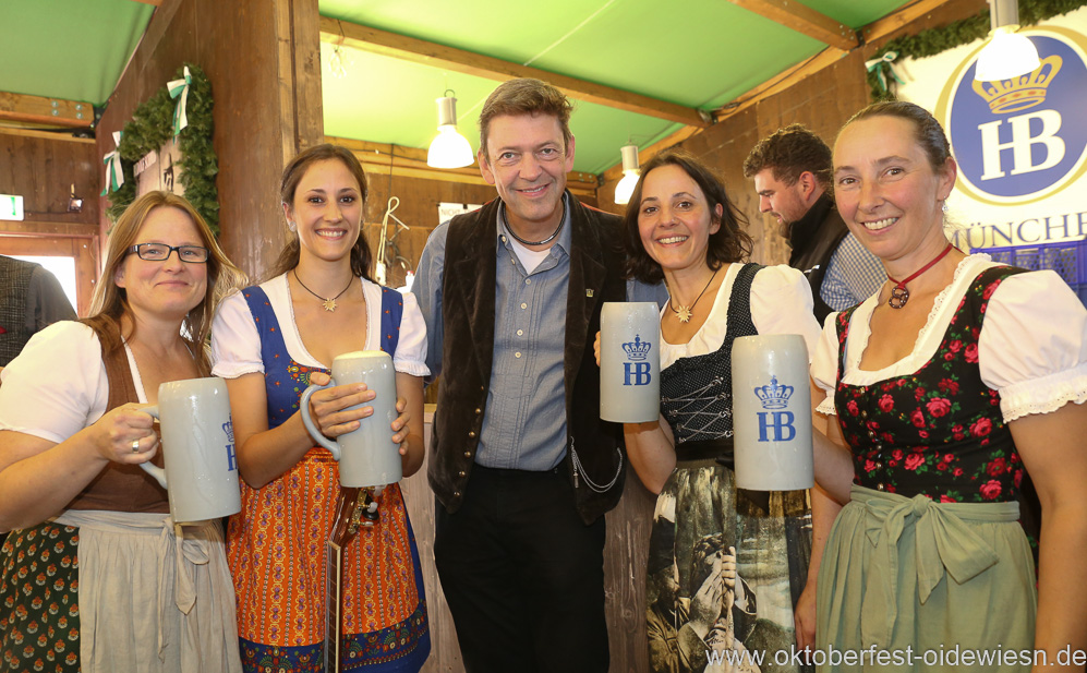 Auf d'Sait'n und Peter Reichert (Mitte), Schönheitskönigin 15. Tag auf der Oidn Wiesn am Oktoberfest in München 2018