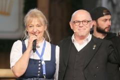 Johanna Bittenbinder und Jürgen Kirner, Tag  16 im Volkssängerzelt zur Schönheitskönigin auf der Oidn Wiesn in München 2019