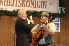 Jürgen Kirner und Tom (re.), der 3. Tag in der Schönheitskönigin auf der Oidn Wiesn am Oktoberfest in München 2018