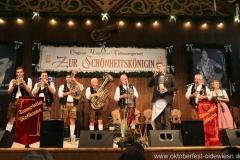 Tanngrindler Musikanten und Peter Reichert, der 3. Tag in der Schönheitskönigin auf der Oidn Wiesn am Oktoberfest in München 2018