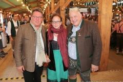 Helmut und Martina Schleich, Christian Schottenhamel (re.), Filserbuam in der Schönheitskönigin auf der Oidn Wiesn am Oktoberfest in München 2018