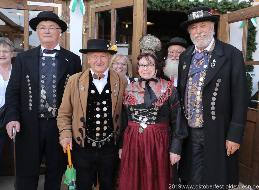 Tag 5 im Volkssängerzelt zur Schönheitskönigin auf der Oidn Wiesn in München .2019