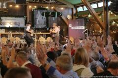 Tom und Basti, Tag 5 im Volkssängerzelt zur Schönheitskönigin auf der Oidn Wiesn in München .2019