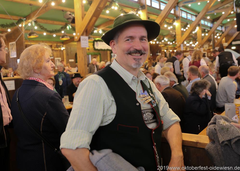 Mick Röder, Tag 6 im Volkssängerzelt zur Schönheitskönigin auf der Oidn München 2019
