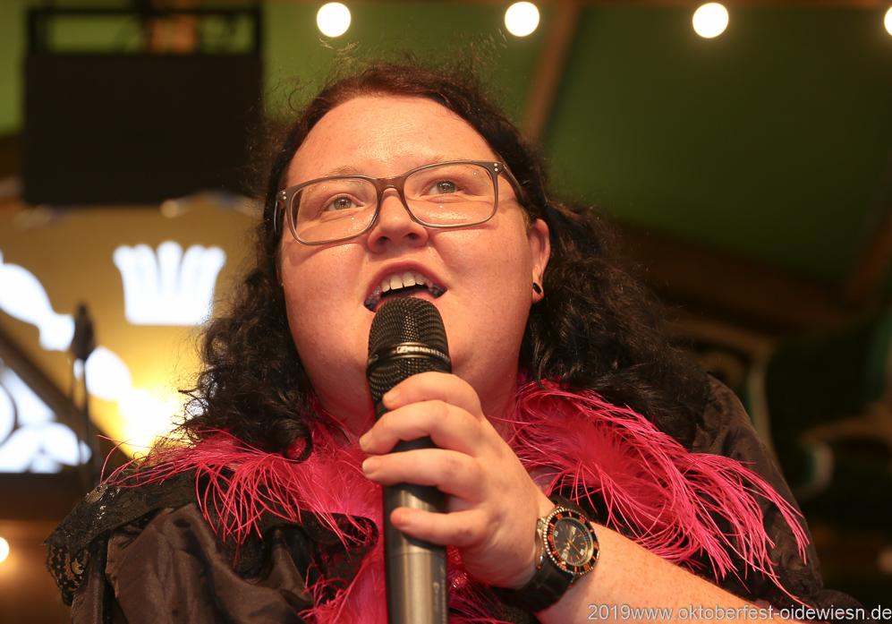 Barbara Preis, Tag 6 im Volkssängerzelt zur Schönheitskönigin auf der Oidn München 2019