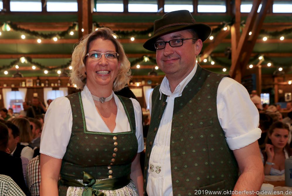 Zwoagschroa, Tag 6 im Volkssängerzelt zur Schönheitskönigin auf der Oidn München 2019
