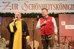 Jürgen Kirner und Josef Schmid (re.), Schönheitskönigin 7. Tag auf der Oidn Wiesn am Oktoberfest in München 2018