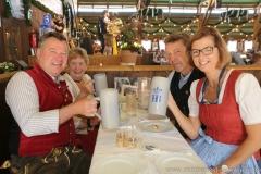 Josef Schmid , Mia  Haas,  Peter und Gerdi Reichert (von  li. nach re.), Schönheitskönigin 7. Tag auf der Oidn Wiesn am Oktoberfest in München 2018