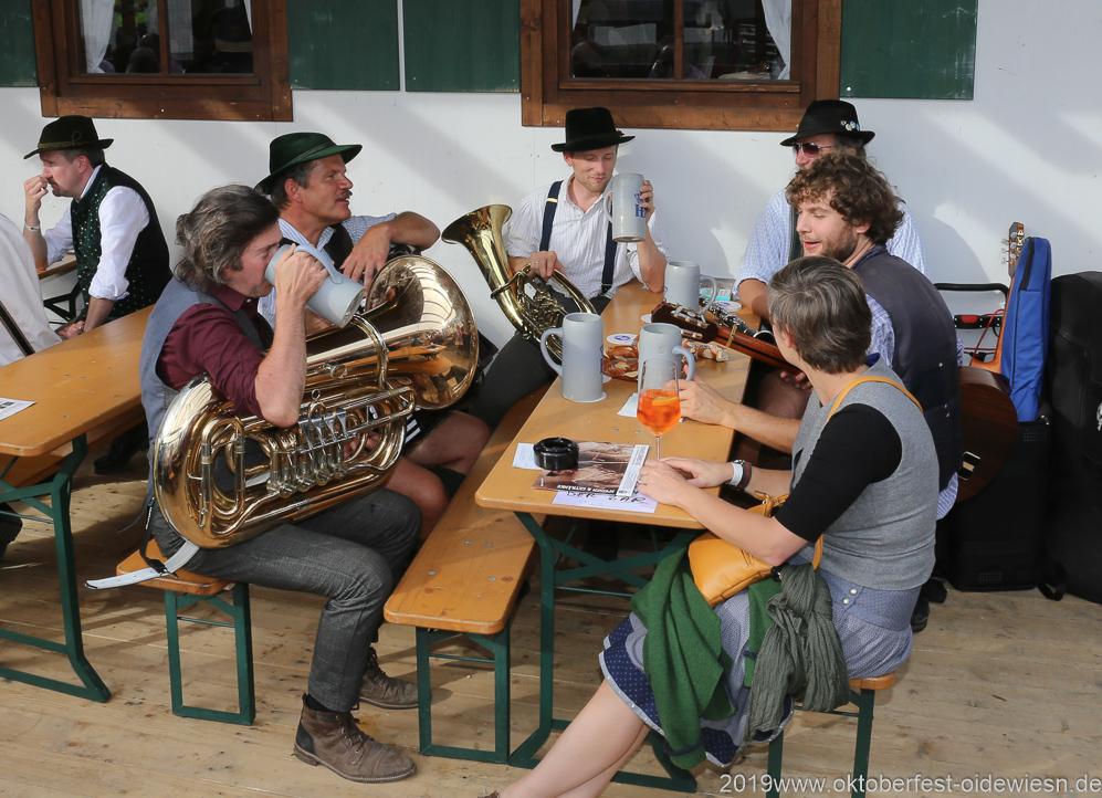 Freisinger, Der 7. Tag im Volkssängerzelt zur Schönheitskönigin auf der Oidn Wiesn in München 2019