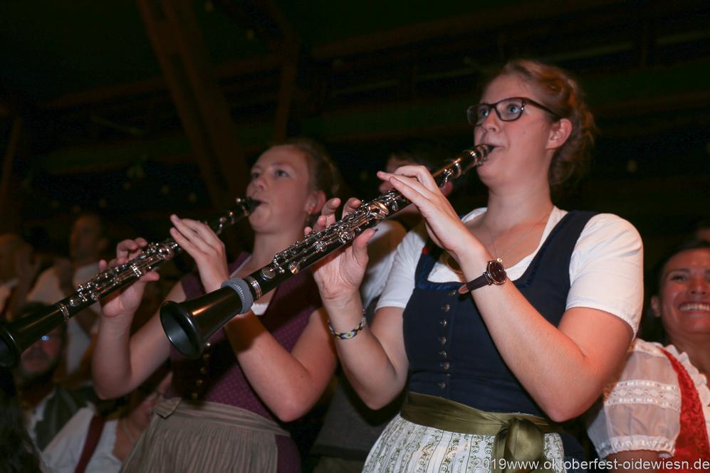 Kapelle Kaiserschmarrn, Der 7. Tag im Volkssängerzelt zur Schönheitskönigin auf der Oidn Wiesn in München 2019