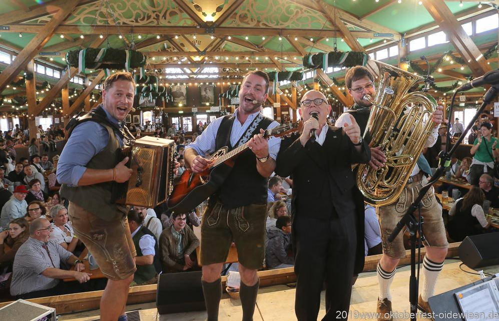Schleudergang mit Jürgen Kirner,  Der 8. Tag im Volkssängerzelt zur Schönheitskönigin auf der Oidn Wiesn in München 2019