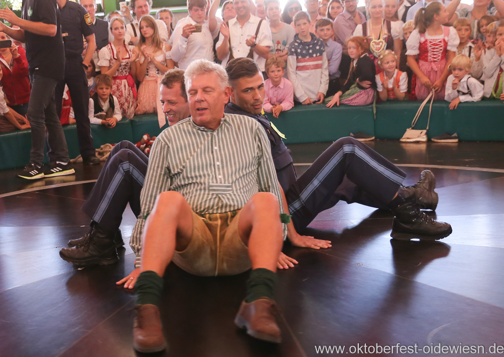 Dieter Reiter auf dem Teufelsrad am Oktoberfest in München 2018