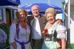 Elisabeth Polaczy (re,), Karolin Weidner (re.), Dieter Reiter auf dem Teufelsrad am Oktoberfest in München 2018