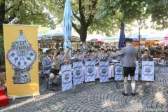 """Mit einem symbolischen Anzapfen am Viktualienmarkt unter dem Motto """"Unser Herz für die Wiesn"""" läuteten die Münchner Brauereien zusammen mit den Wiesnwirten das 188. Oktoberfest 2021 ein,"""