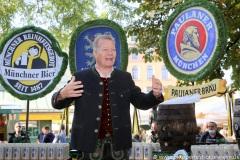 """Andreas Steinfatt, Mit einem symbolischen Anzapfen am Viktualienmarkt unter dem Motto """"Unser Herz für die Wiesn"""" läuteten die Münchner Brauereien zusammen mit den Wiesnwirten das 188. Oktoberfest 2021 ein,"""