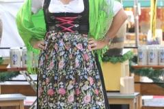 """Wiesnstadträtin Anja Berger, Mit einem symbolischen Anzapfen am Viktualienmarkt unter dem Motto """"Unser Herz für die Wiesn"""" läuteten die Münchner Brauereien zusammen mit den Wiesnwirten das 188. Oktoberfest 2021 ein,"""