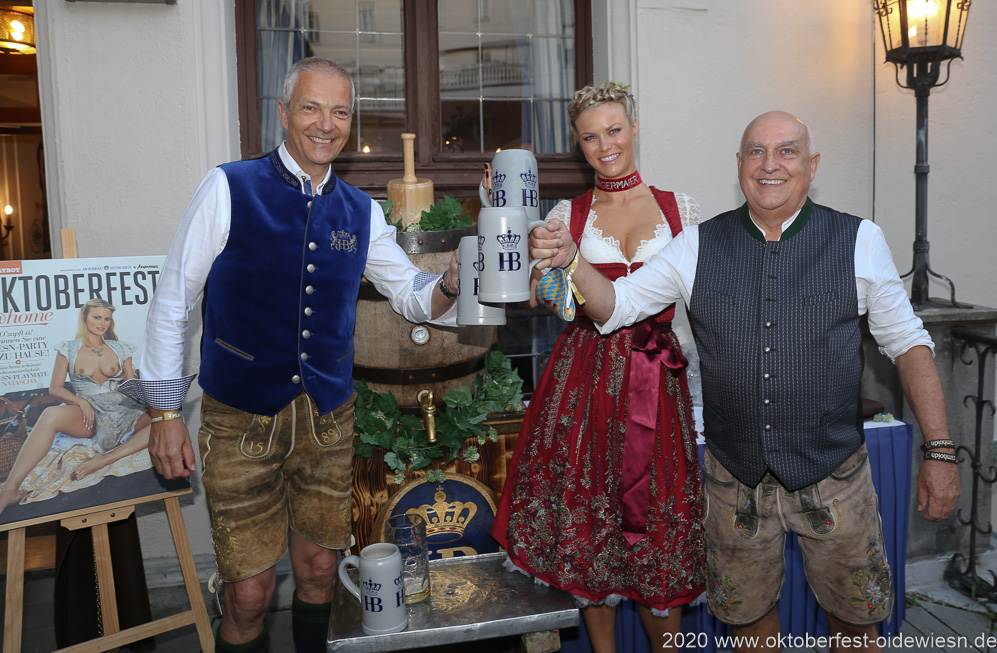 Dr. Michael Möller, Natascha Hofmann, Dr. Axel Munz (von li. nach re.), Angermaier Wiesn Playmate im Hofbräuhaus in München 2020