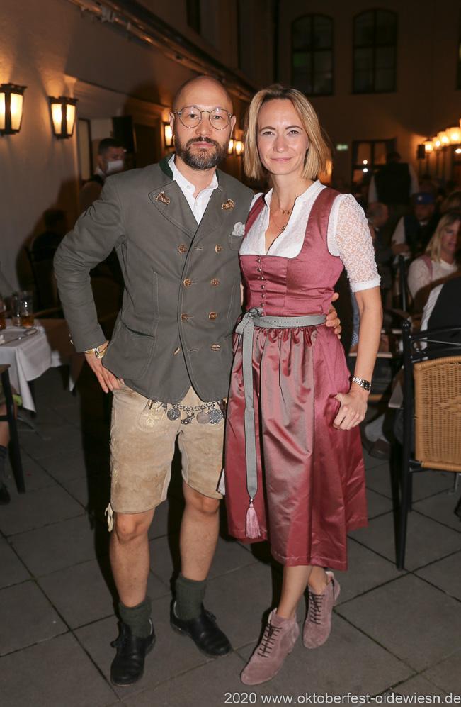 Maik und Eileen Popielaty, Angermaier Wiesn Playmate im Hofbräuhaus in München 2020