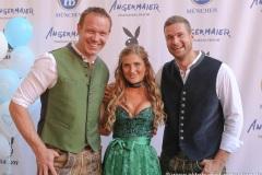 Felix Loch, Vanessa Teske, Johannes Lochner (von li. nach re.), Wiesn Playmate im Park-Cafe in München 2021