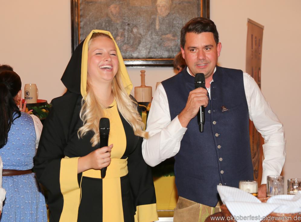 Viktoria Ostler und Bernd Kräußl (re.), Wiesnbierprobe in der Ratstrinkstube im Rathaus in München 2018
