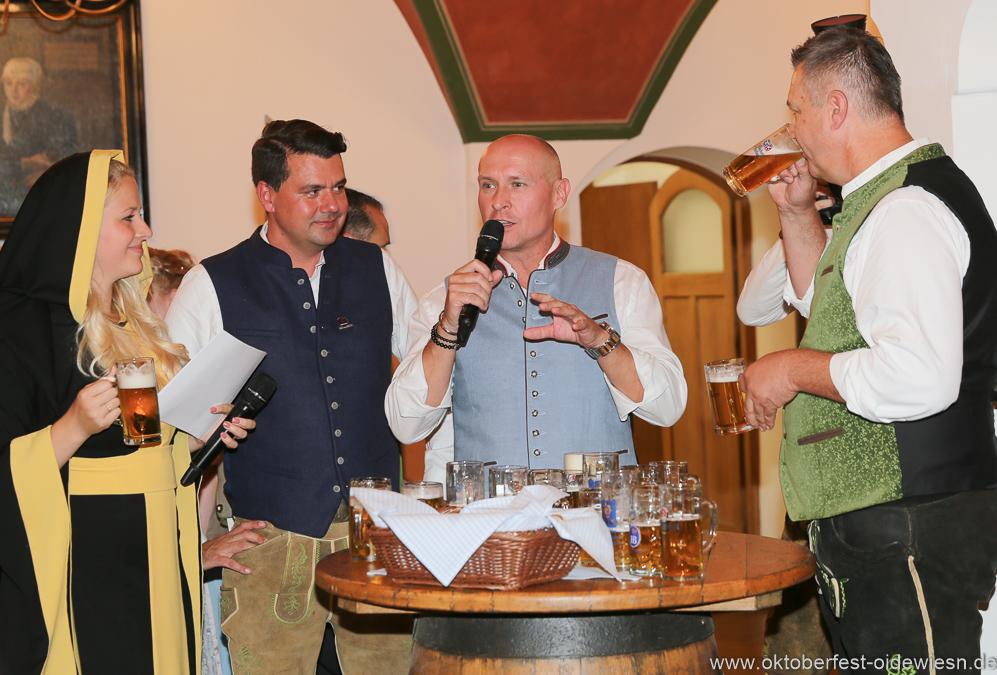 Viktoria Ostler, Bernd Käußl, Rainer Kansy,  Harald Stückle (von li. nach re.), Wiesnbierprobe in der Ratstrinkstube im Rathaus in München 2018