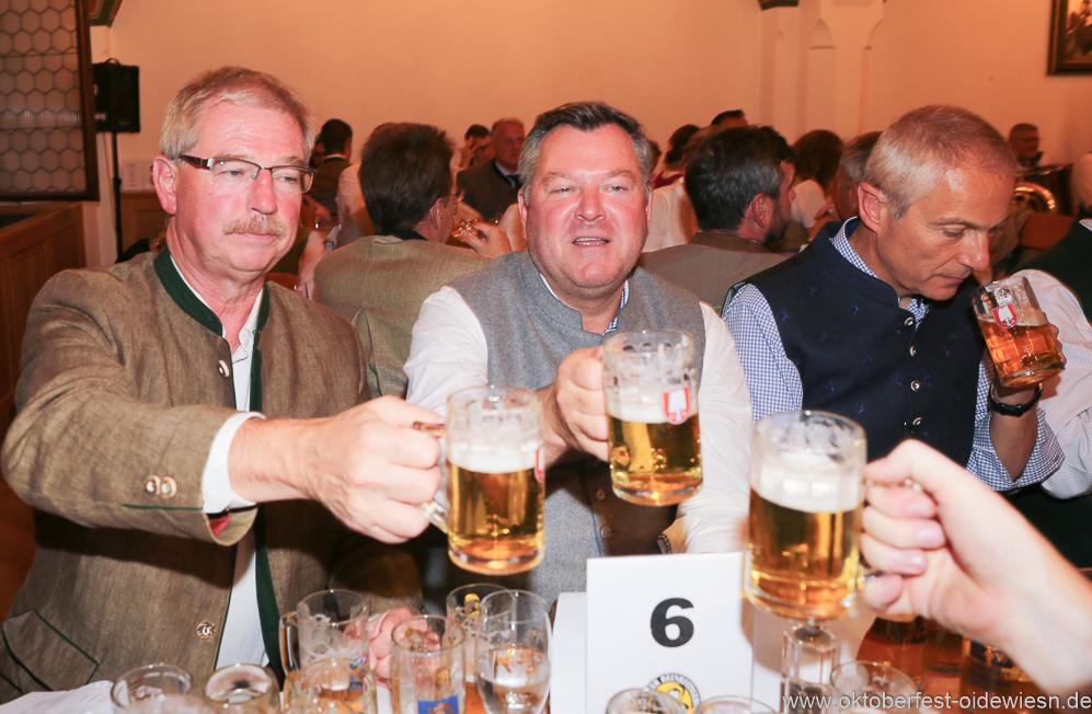Alexander Reissl, Josef Schmid, Dr. Michael Möller (von li. nach re.), Wiesnbierprobe in der Ratstrinkstube im Rathaus in München 2018