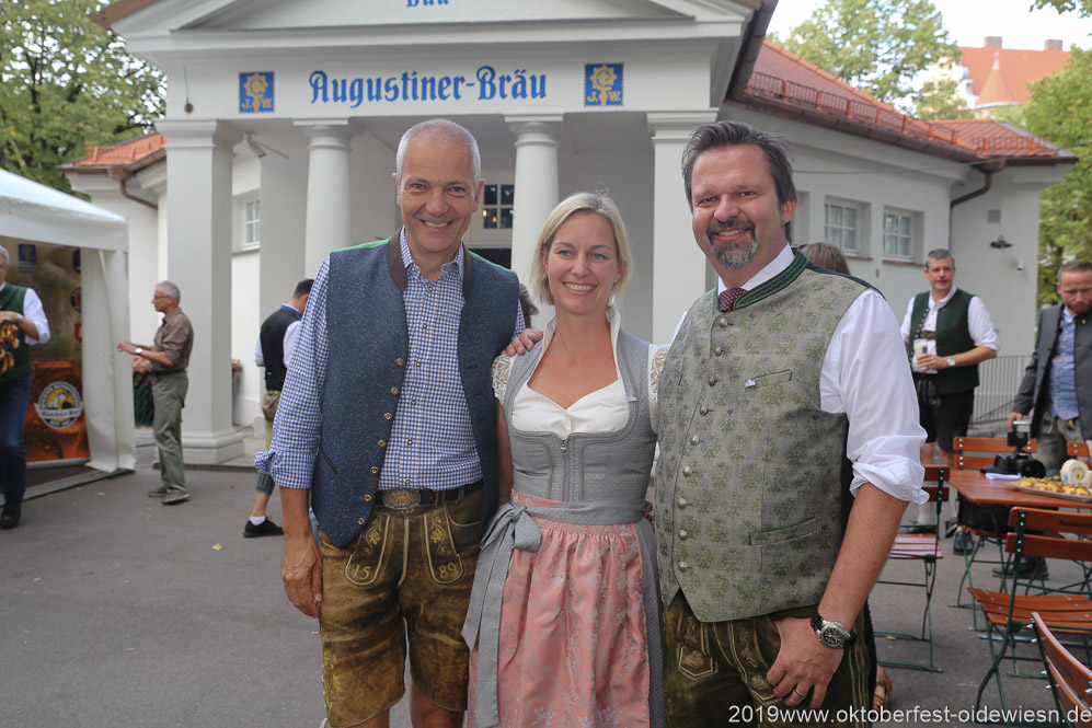 Dr. Michael Möllere (li.), Christian Lehner (re.), Wiesnbierprobe im Bad am Bavariaring  in München .2019