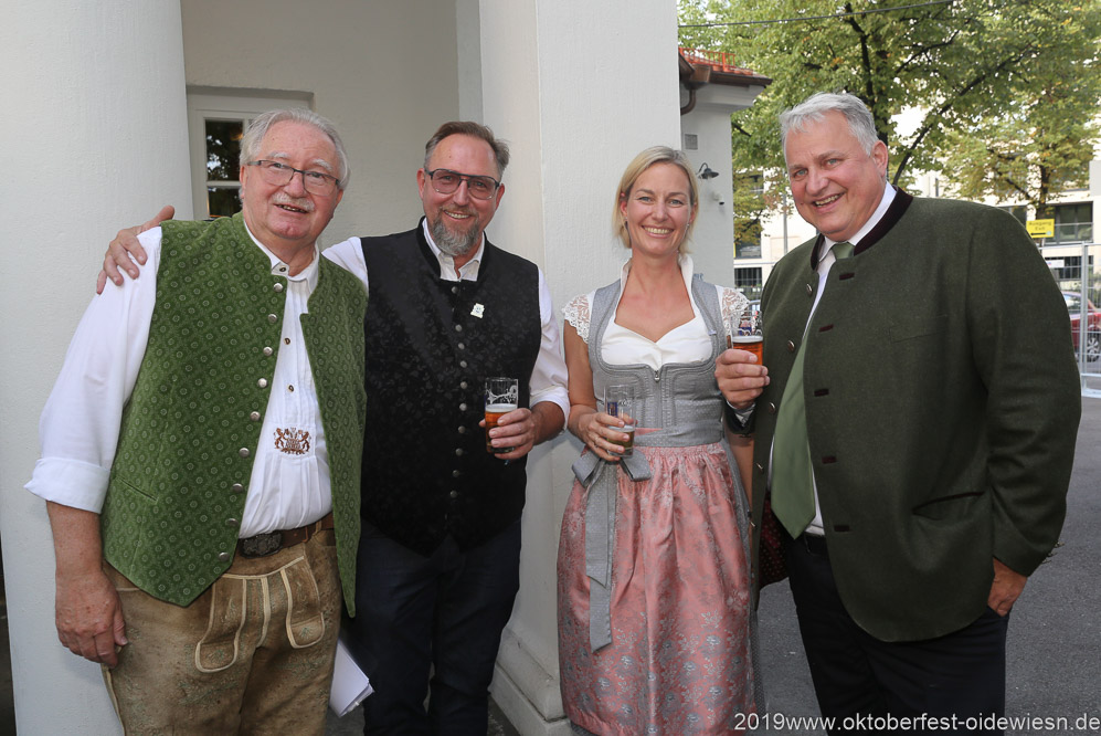 Manfred Newrzella (li.), Christian Schottenhamel (re.), Wiesnbierprobe im Bad am Bavariaring  in München .2019