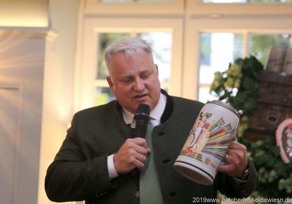 Christian Schottenhamel, Wiesnbierprobe im Bad am Bavariaring  in München .2019