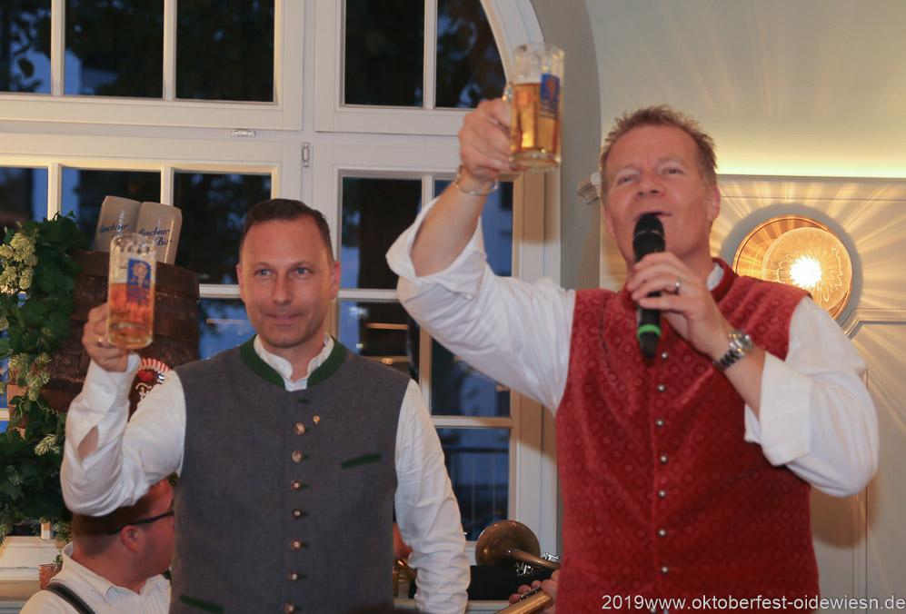 Andreas Brunner und Andreas Steinfatt (re.), Wiesnbierprobe im Bad am Bavariaring  in München .2019