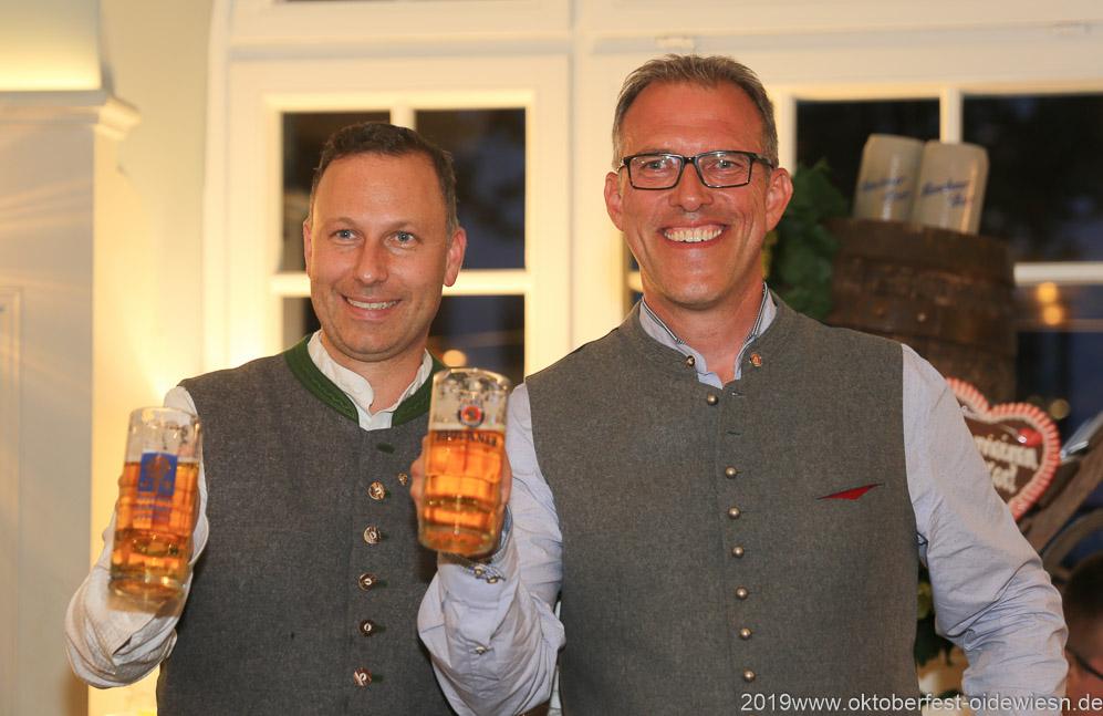 Andreas Brunner und  Christian Dahnke (re.), Wiesnbierprobe im Bad am Bavariaring  in München .2019