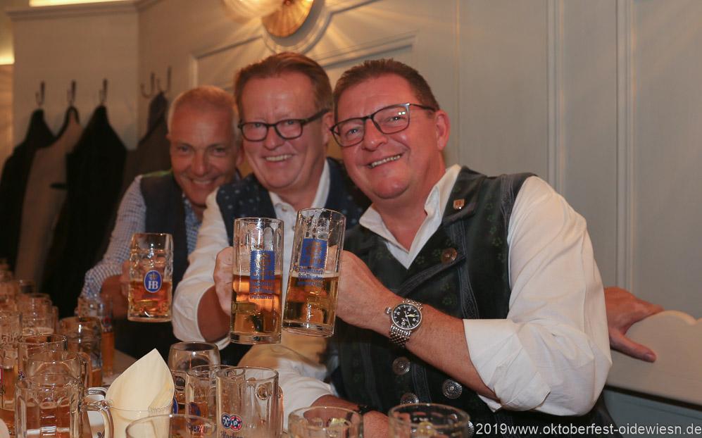Dr. Michael Möller, Martin Leibhard, Bernhard Klier (von li. nach re.), Wiesnbierprobe im Bad am Bavariaring  in München .2019