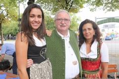 Ramona Pongratz, Manfred Newrzella , Arabella Schörghuber (von li. nach re.), Wiesnbierprobe im Bad am Bavariaring  in München .2019