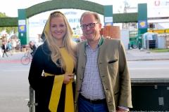 Viktoria Ostler und Manuel Pretzl, Wiesnbierprobe im Bad am Bavariaring  in München .2019