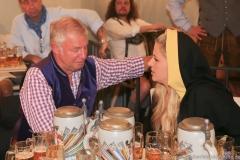 Rolf Dummert und Viktoria Ostler, Wiesnbierprobe im Bad am Bavariaring  in München .2019
