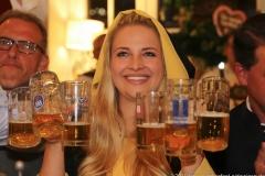 Viktoria Ostler, Wiesnbierprobe im Bad am Bavariaring  in München .2019